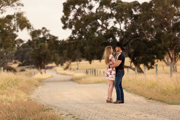 A country engagement session – Jonny + Danielle